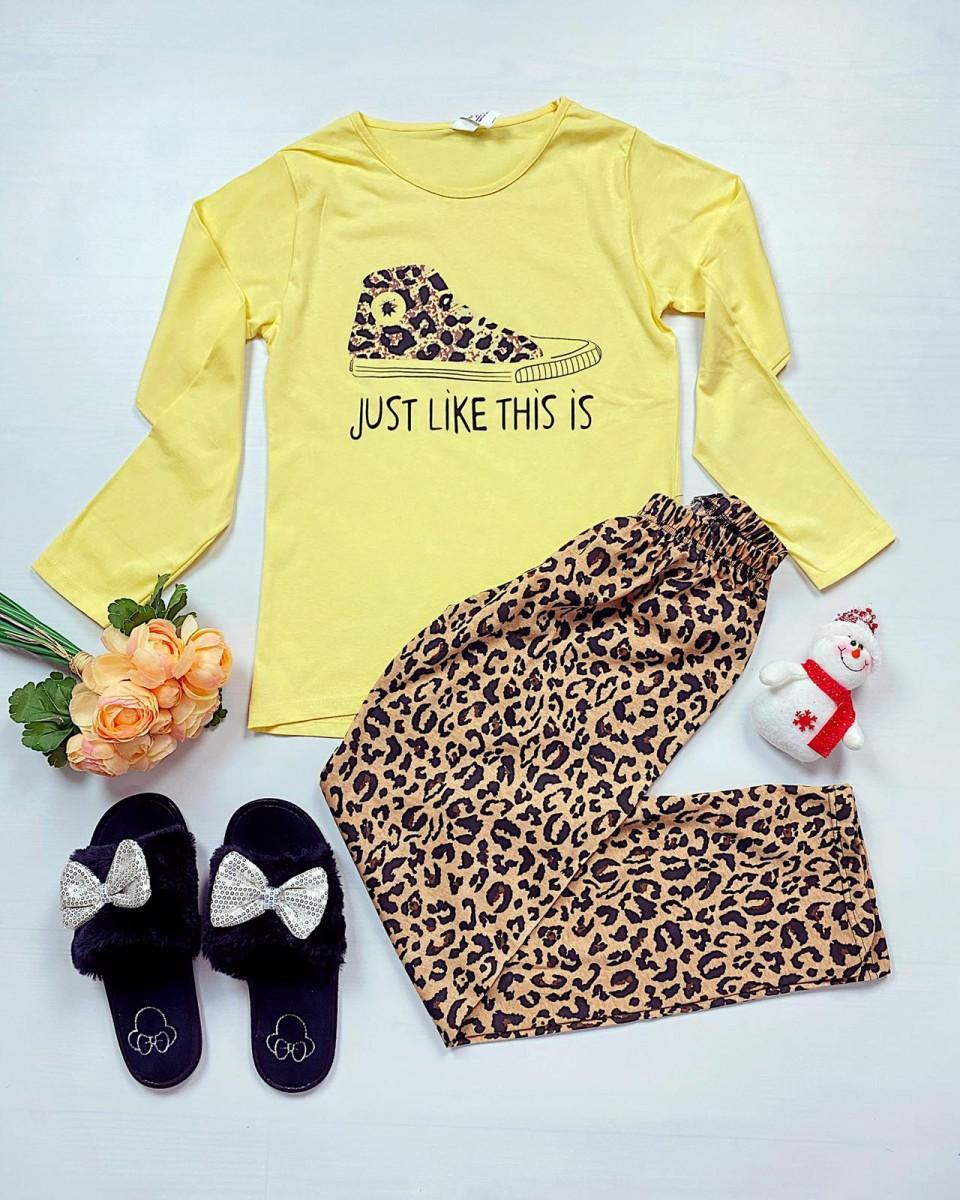 Pijama dama ieftina bumbac cu pantaloni animal print si bluza cu maneca lunga galbena cu imprimeu Tenis Just like this