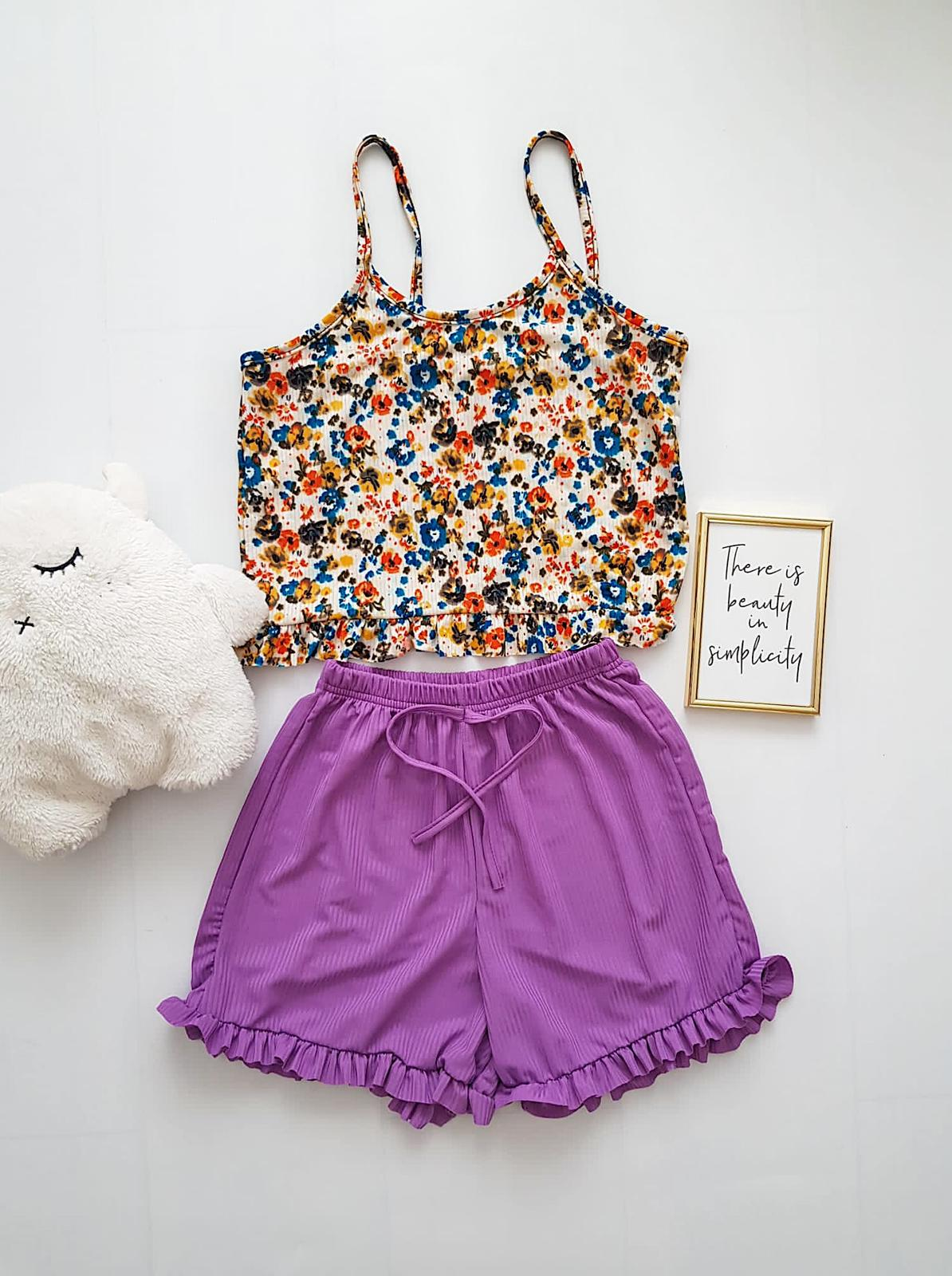Pijama dama ieftina scurta cu maieu cu volanase Combo flori colorate alba + mov