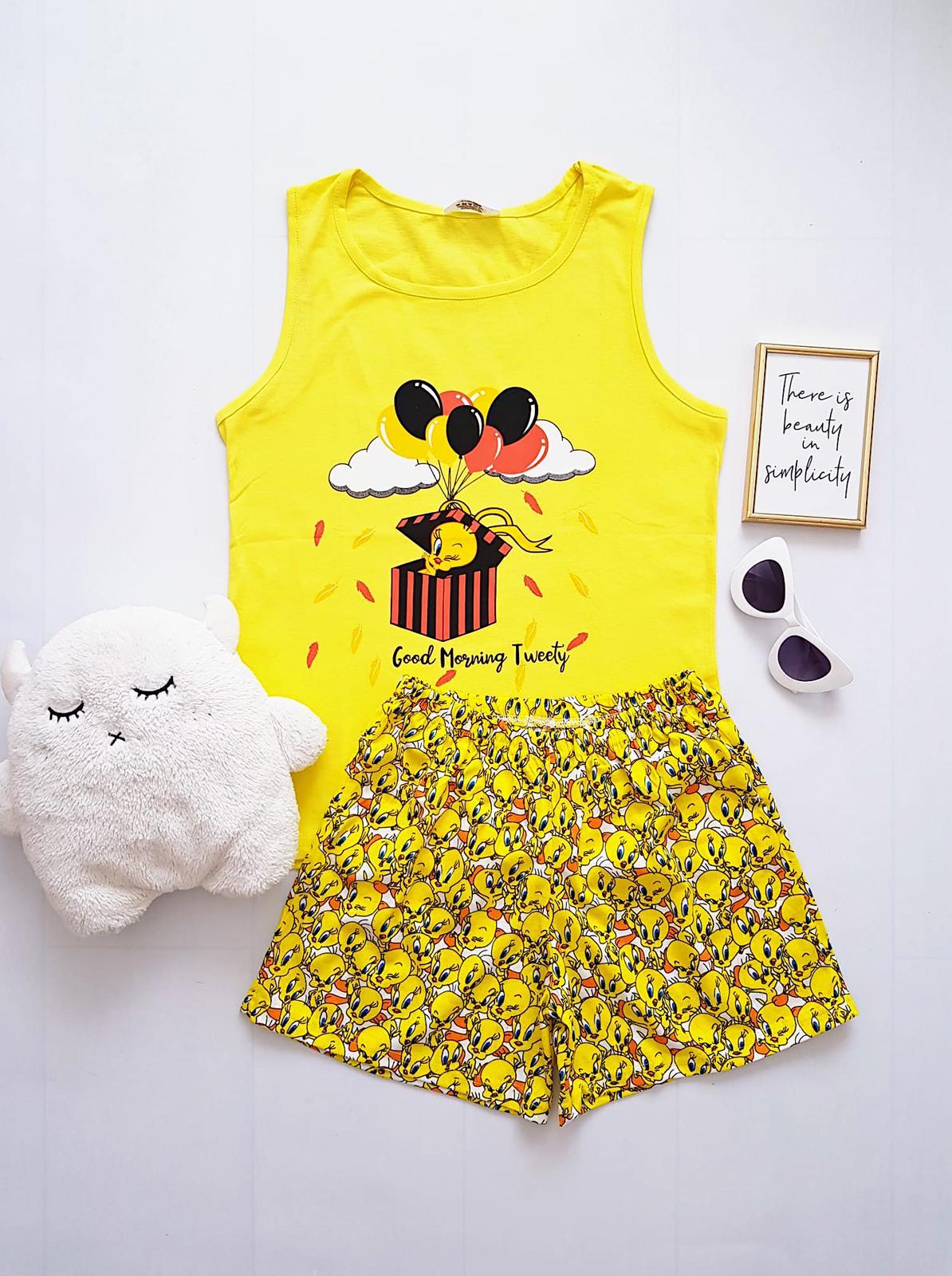 Pijama dama ieftina din bumbac cu maieu galben si pantaloni scurti galbeni cu imprimeu TW Gift