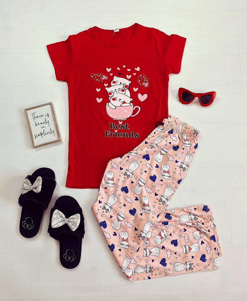 Pijama dama bumbac ieftina cu tricou rosu si pantaloni lungi roz cu imprimeu Pisi Best friends