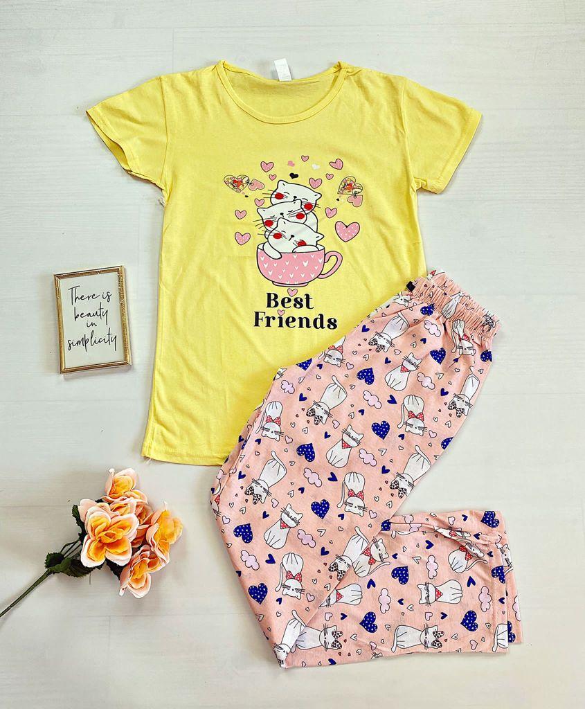 Pijama dama bumbac ieftina cu tricou galben si pantaloni lungi roz cu imprimeu Pisi Best friends