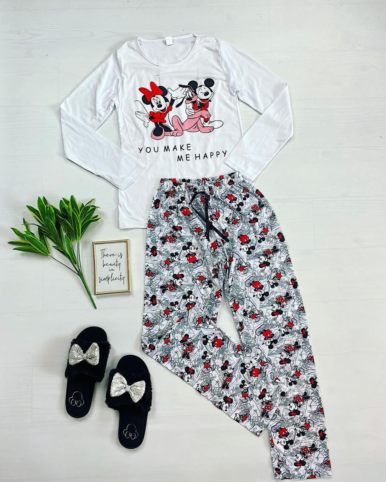 Pijama dama ieftina din bumbac cu bluza cu maneca lunga alba si pantaloni albi cu imprimeu 3 personaje