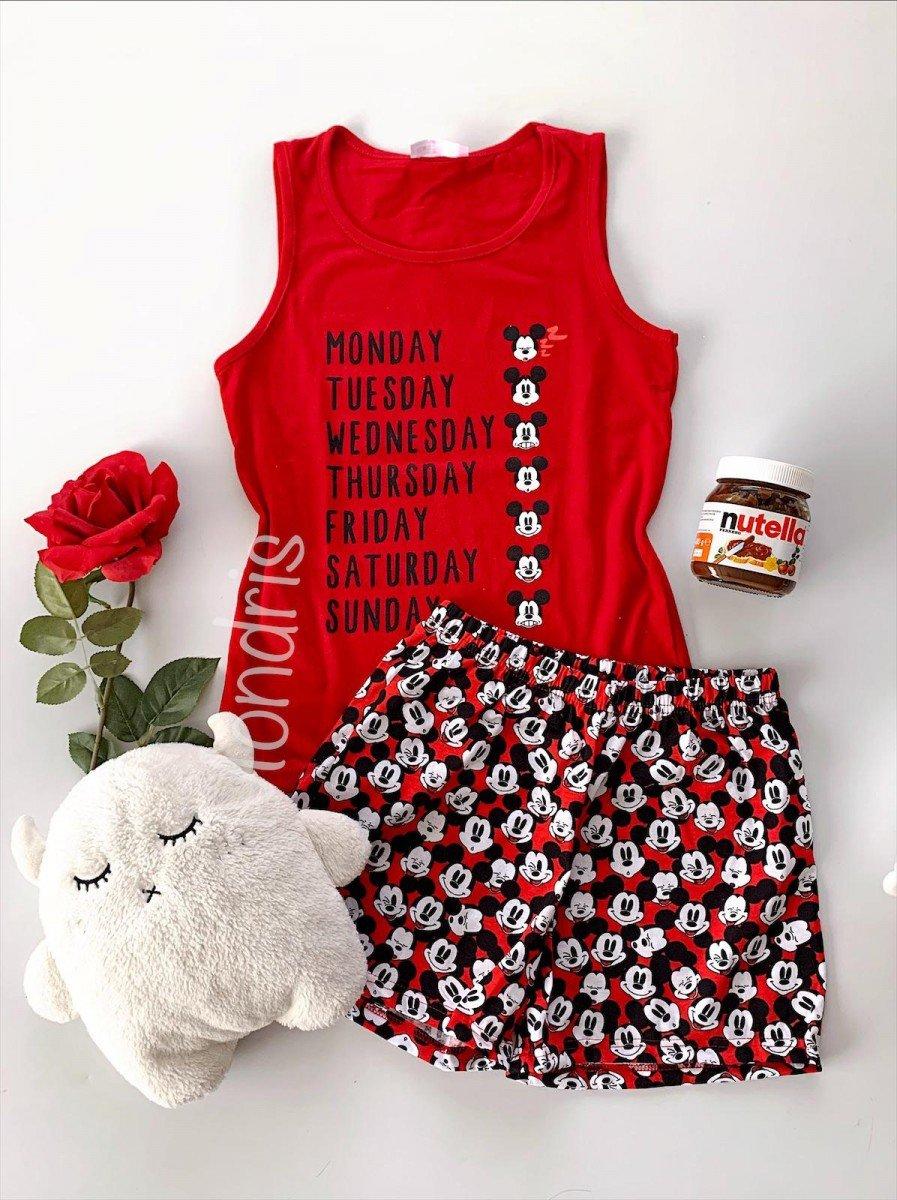 Pijama dama ieftina din bumbac cu maieu rosu si pantaloni scurti colorati cu imprimeu MK Days