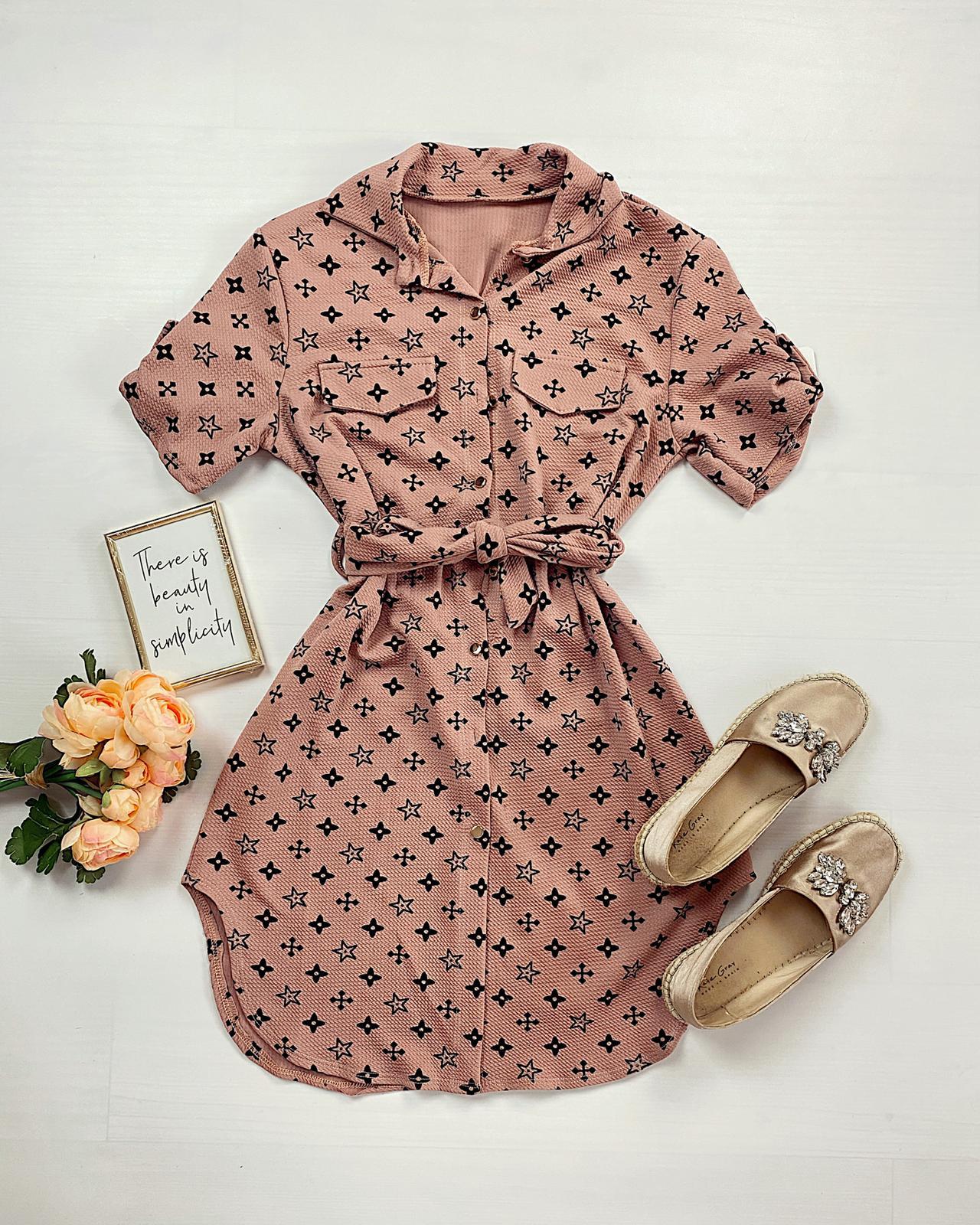 Rochie ieftina casual stil camasa roz si neagra cu stelute noi si cordon in talie
