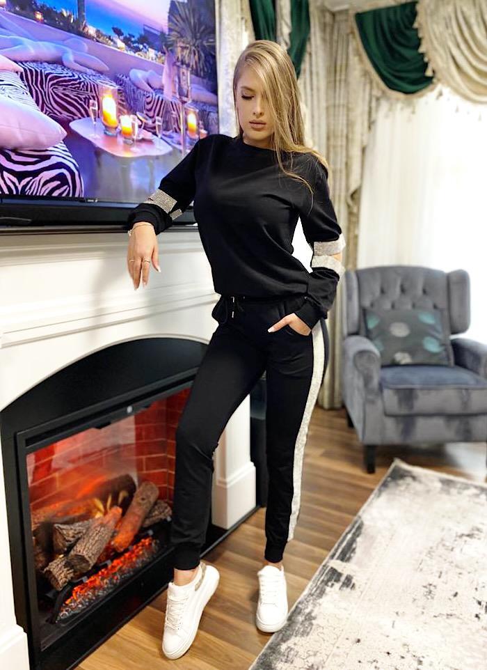 Trening dama ieftin negru compus din pantaloni lungi si hanorac cu decupaje si paiete