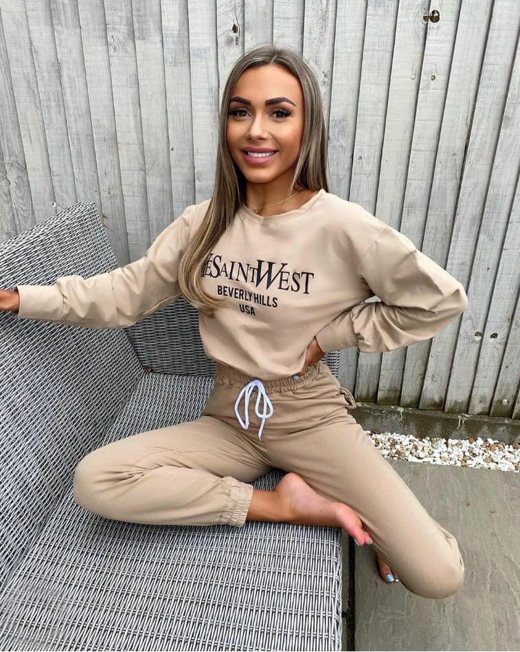 Trening dama casual crem din bumbac cu hanorac fashion si imprimeu YeSaintWest